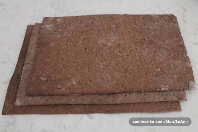 cokoladna-pita-sa-tri-nadjeva-ef47072963af1fcbbad0e1c4748233a7_view_l (1)